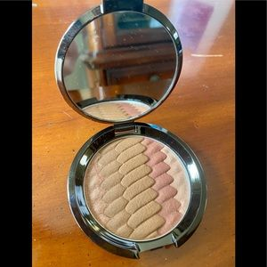 BECCA Gradient sunlit bronzer shade: sunset waves